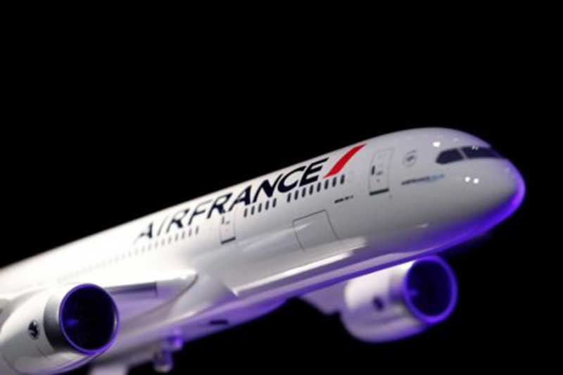 Air france strike hits flights as french brace for rail stoppages air france grounded just under a third of flights on saturday as staff staged a walkout over pay and travelers also braced for a fresh wave of train sciox Image collections